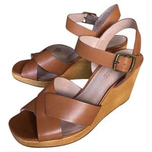 The Madewell Drea Wedge Sandal in English Saddle
